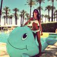 Thaila Ayala é fã dos biquínis de crochê. A atriz escolheu um conjuntinho para curtir uma piscina antes do festival Coachella
