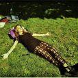 Thaila Ayala usa vestido preto de crochê em Nova York