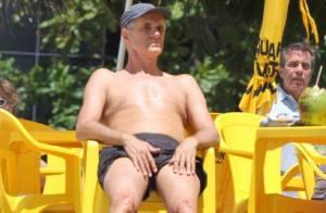 Marcos Caruso relembra os tempos de Leleco e brinca de paparazzo na praia