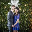 Para o casamento com Michel Teló, Thais Fersoza escolheu um vestido azul de renda, da estilista Lethicia Bronstein