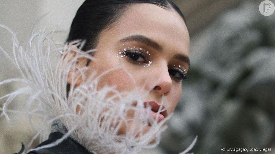 Maquiagem de Bruna Marquezine para inspirar! Atriz tem apostado em pontos de brilhos nos olhos