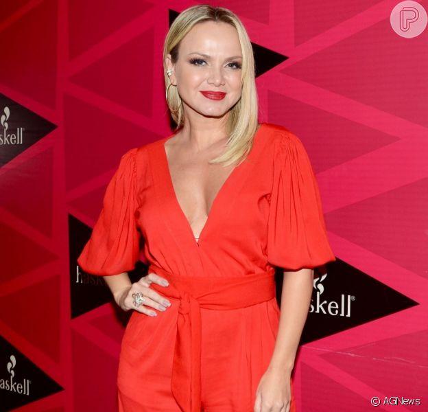 Eliana usou macacão vermelho com decote em evento de beleza em São Paulo, nesta segunda-feira, 9 de setembro de 2019