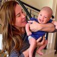 Filho de Camilla Camargo, Joaquim aparece sorridente no colo de Zilu, nesta quarta-feira, dia 11 de setembro de 2019