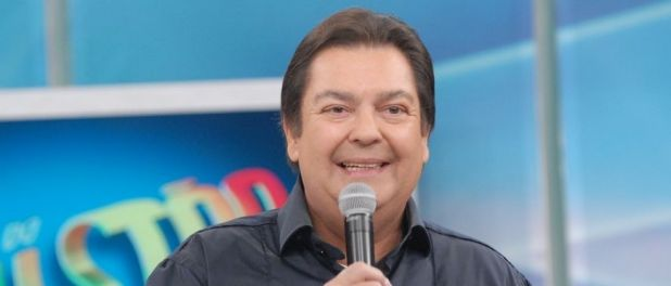 Fausto Silva usa blusa repetida no 'Domingão do Faustão' e web ri: 'Zoada'