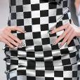 Unhas para verão: quadriculado preto e branco foi escolha da grife Christian Cowan na London Fashion Week 2020