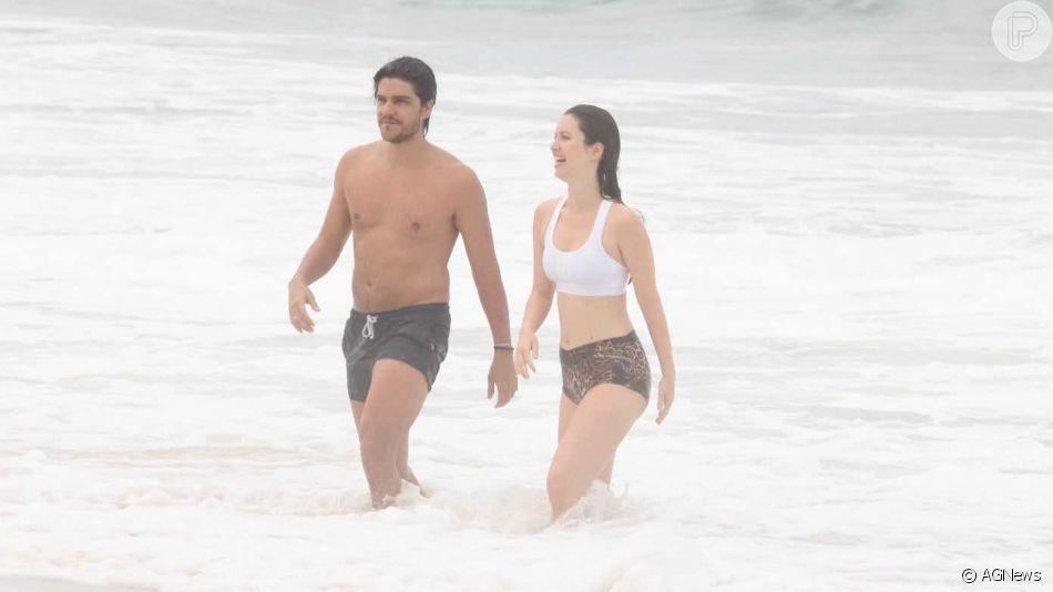 Nathalia Dill é fotografada em momento raro com o noivo, Pedro Curvello