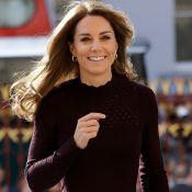 Bolsa de mão é destaque em office look estiloso de Kate Middleton em evento