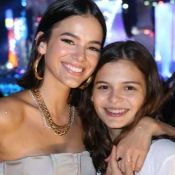 Bruna Marquezine faz flagra da irmã dormindo em show e fãs se derretem: 'Fofa'