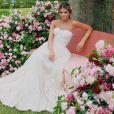 Na cerimônia de noivado, Thássia Naves usou um vestido Dolce & Gabbana