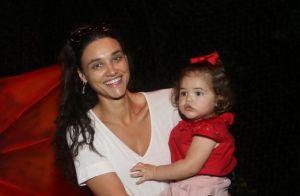 Débora Nascimento curte dia de descanso de biquíni e Ivete Sangalo elogia:'Gata'
