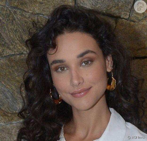 Débora Nascimento ganhou homenagem do namorado, Luiz Perez, ao posar de biquíni em momento de lazer
