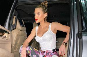 Cropped lingerie e calça à vácuo: Andressa Suita brilha em evento fashionista
