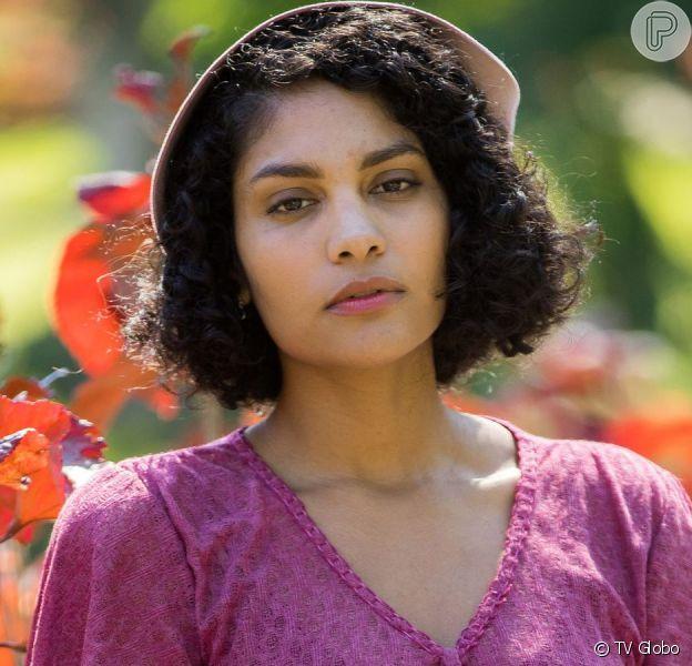 Shriley (Barbara Reis) decide largar Afonso (Cássio Gabus Mendes) e ir morar com João (Caco Ciocler)na novela 'Éramos Seis'
