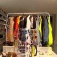 Ludmilla mostra closet colorido e com peças luxuosas