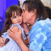 Roberto Carlos exibe semelhança com neta em festa temática de 4 anos da menina