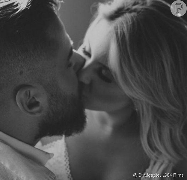 Sertanejo Zé Neto, dupla de Cristiano, e a mulher, Natália Toscano, descobriram que influencer está grávida de menina, durante festa de casamento: 'Angelina'