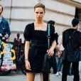 Vestido preto: modelo com manga bufante é tendência e se mostra como um bom investimento na Black Friday