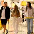 Rafaella Santos foi às compras na loja Forever 21 do shopping Village Mall, na Barra da Tijuca, Rio de Janeiro