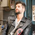 Bruno Gagliasso tem paixão por jaquetas e possui até uma gaveta especial com modelos variados