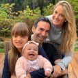 Ticiane Pinheiro se derreteu na foto em que combinou look com as filhas: 'Minhas princesas'