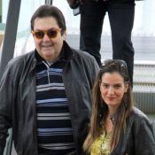 Ô loco, meu! Faustão surpreende a mulher, Luciana Cardoso, com beijo na TV