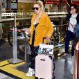 Luísa Sonza mistura grifes de luxo em seu aerolook