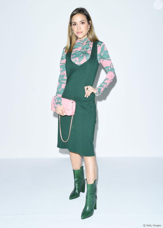 Vestido com blusa por baixo: uma boa dica é combinar o tom do vestido com uma das cores da blusa estampada
