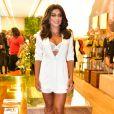 Juliana Paes deixou a lingerie à mostra com conjuntinho branco
