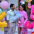 Filha de Sabrina Sato e Duda Nagle, Zoe se divertiu com os Ursinhos Carinhosos em sua festa de 1º aniversário, neste sábado, 7 de dezembro de 2019