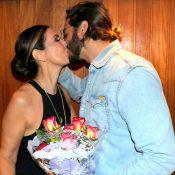 Túlio Gadêlha surpreende Fátima Bernardes com beijo e flores após espetáculo