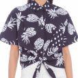 A camisa de mangas curtas da FYI tem estampa de abacaxi e poá. Custa R$278 no site OQVestir