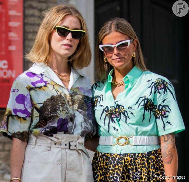 A camisa estampada de botões e mangas curtas é tendência para o verão! Inspire-se nos looks