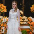 Bárbara Evans apareceu mostrando o vestido escolhido para festa de noivado