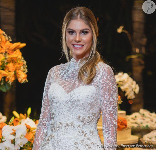 Bárbara Evans usou vestido de noiva assinado por Luciana Collet em festa neste sábado, 14 de dezembro de 2019
