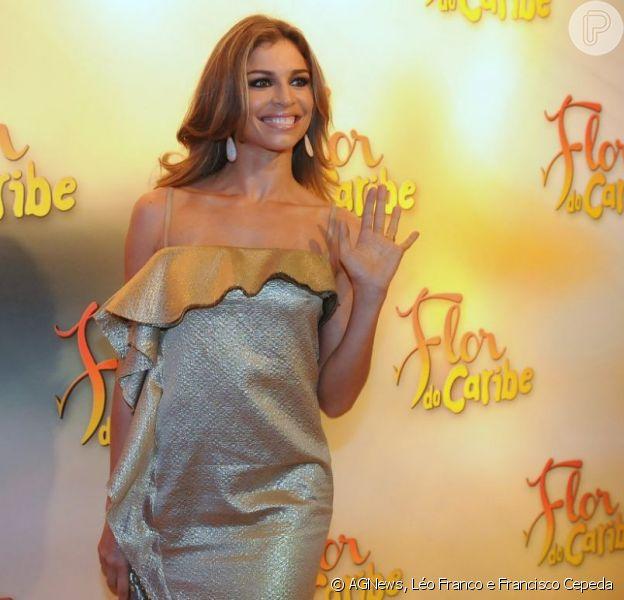 Grazi Massafera posa em festa de lançamento da próxima novela das seis da TV Globo, 'Flor do Caribe', em 23 de fevereiro de 2013, em São Paulo