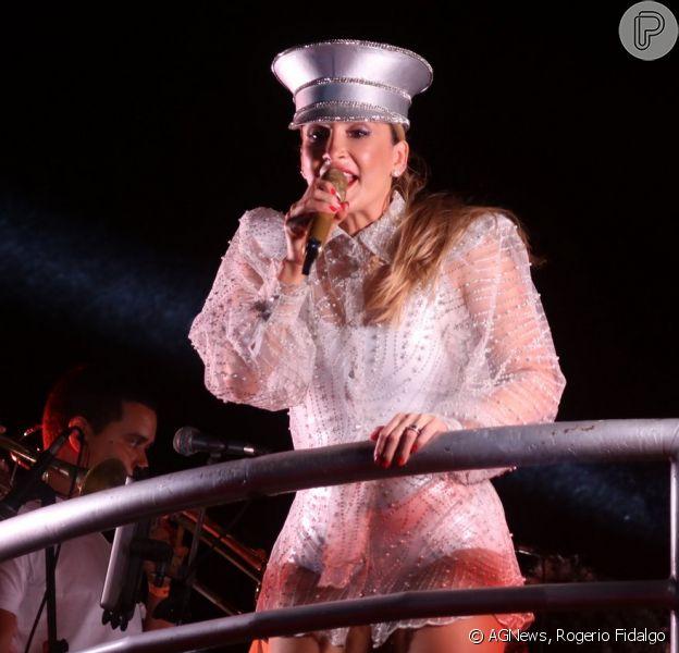Claudia Leitte usa vestido transparente em show de pré-réveillon neste domingo, dia 29 de dezembro de 2019