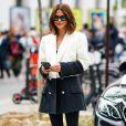 Moda em preto e branco: blazer bicolor deixa o look P&B mais interessante
