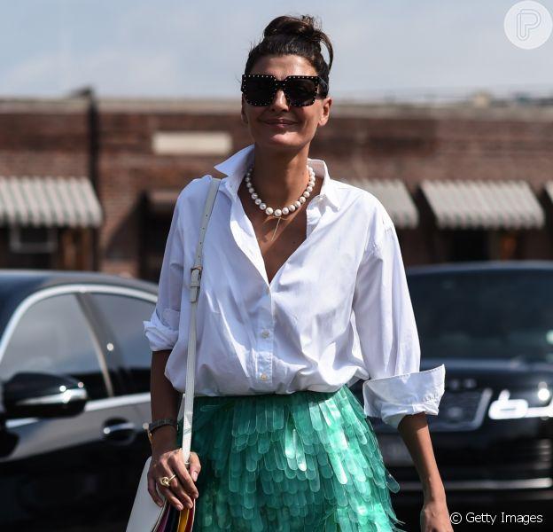 Tá na moda: camisa social branca é aposta certeira para look de verão e o Purepeople listou 7 peças para usar com o clássico. Fotos!
