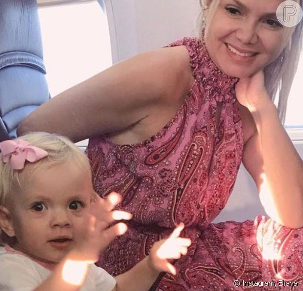 Filha de Eliana, Manuela, de 2 anos, roubou a cena durante passeio de barco com a mãe e o irmão, Arthur, de 8 anos, em Paris, na França