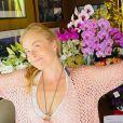 Angélica ganhou muitas flores de Luciano Huck no seu aniversário de 46 anos