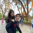 Sophia Valverde e Lucas Burgatti se declaram em foto nos EUA publicada nesta sexta-feira, dia 10 de janeiro de 2020