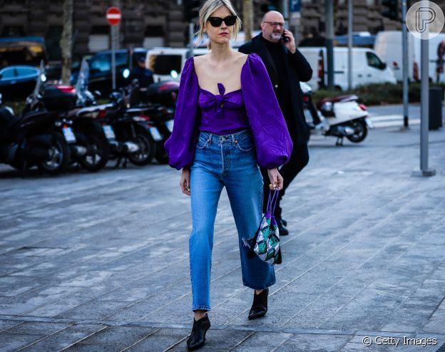 Blusa com nó e manga bufante é perfeita para combinar tendências e entrar na moda!