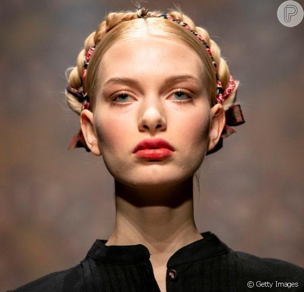 Cabelo na moda para o Verão 2020: penteados com lenço da Berlin Fashion Week para você se inspirar