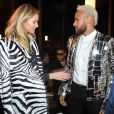 Neymar conversou com a modelo Sasha Luss no desfile da Balmain