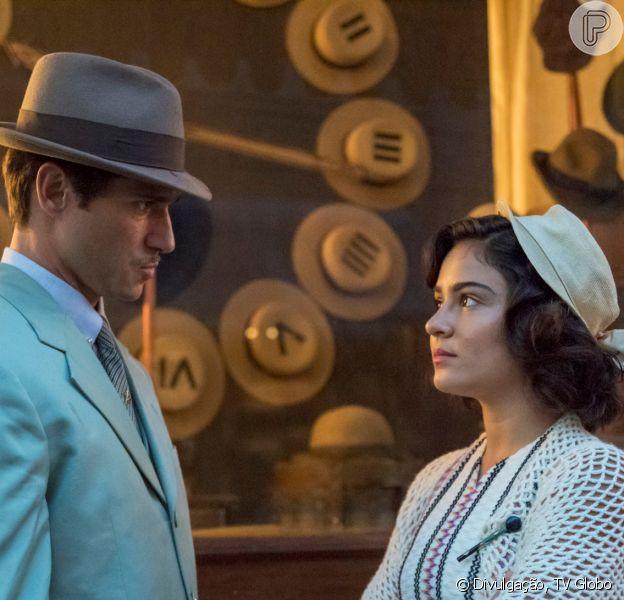 Nos próximos capítulos da novela 'Éramos Seis', Isabel (Giullia Buscacio) acaba namoro com Felício (Paulo Rocha)