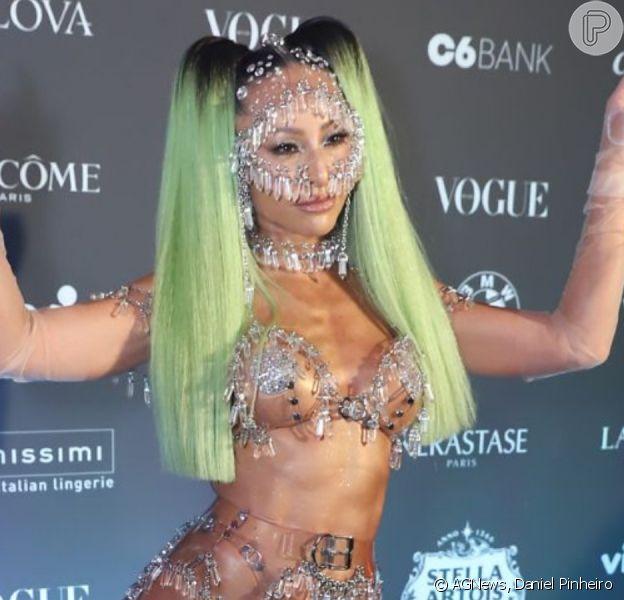 Sabrina Sato, Deborah Secco, Isis Valverde e mais famosas apostam no nu artístico para baile de luxo nesta sexta-feira, dia 07 de fevereiro de 2020