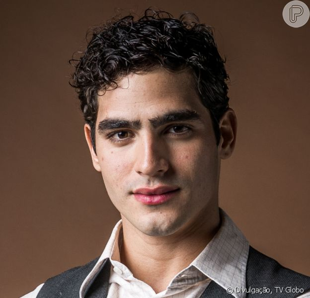 Nos próximos capítulos da novela 'Éramos Seis', Lúcio (Jhona Burjack) e Alfredo (Nicolas Prattes) brigam por causa de Inês (Carol Macedo)