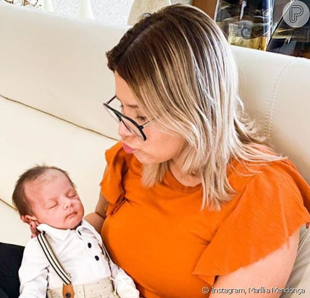 Marília Mendonça encantou web ao compartilhar foto fofa do filho, Léo, neste sábado, 15 de fevereiro de 2020