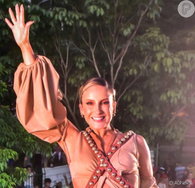 Claudia Leitte se inspirou em Maria Bonita em look para bloco de Carnaval neste sábado, 15 de fevereiro de 2020