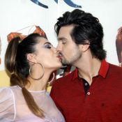 Beijos em Jade Magalhães e show em camarote: a sexta de carnaval de Luan Santana